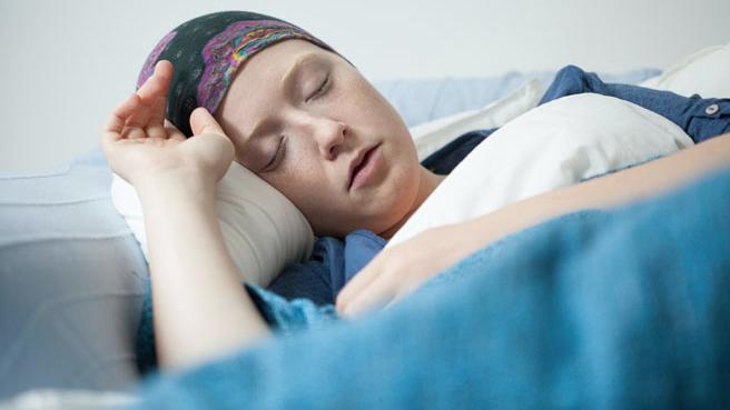 چگونه با خستگی در طول درمان سرطان مبارزه کنیم