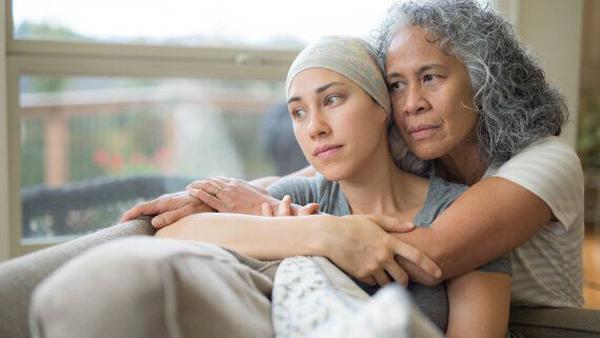 نحوه مراقبت از بیماران سرطانی و نقش یک مراقب خوب