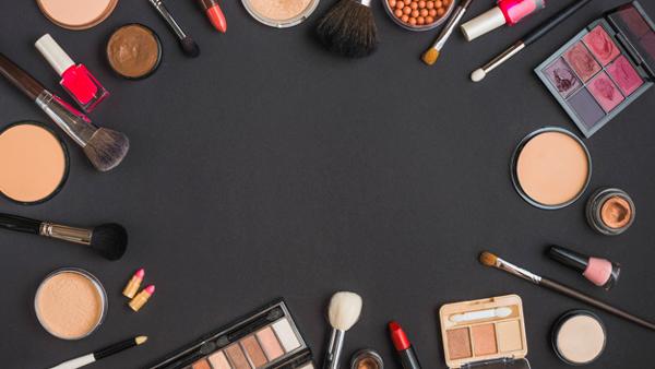 چه رابطه ای بین لوازم آرایشی و سرطان وجود دارد ؟